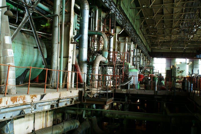 Ausrüstung, Kabel und Rohrleitung an der Fabrik lizenzfreies stockbild
