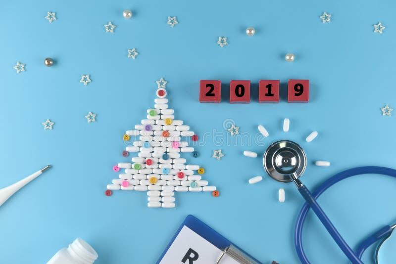 Ausrüstung von Doktor in Weihnachten und neue Jahre des Themas 2019 lizenzfreies stockfoto