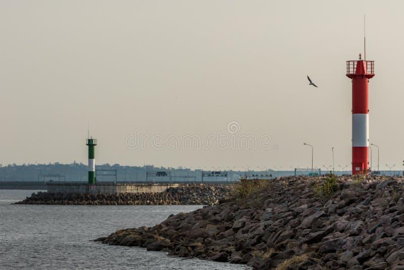 Ausrichtung erleuchtet Fahrrinne Kronstadt auf der Verdammung nahe Fort Constantine stockfotografie