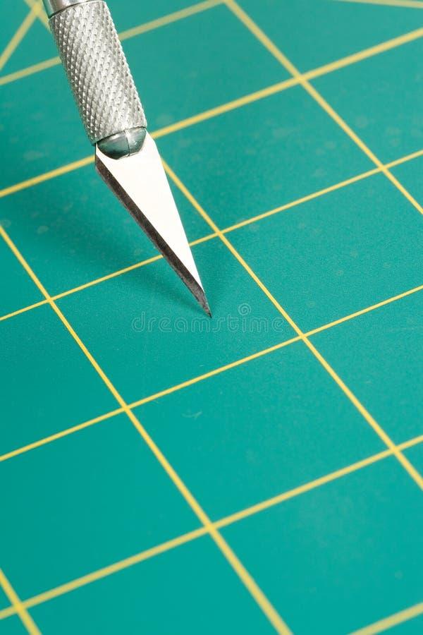Ausschnitt-Matte und Messer lizenzfreies stockbild