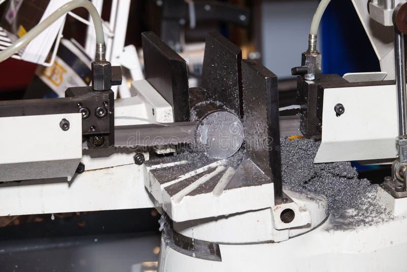 Ausschnittstreckenmaschine der Bandsägen horizontale automatische stockfotografie