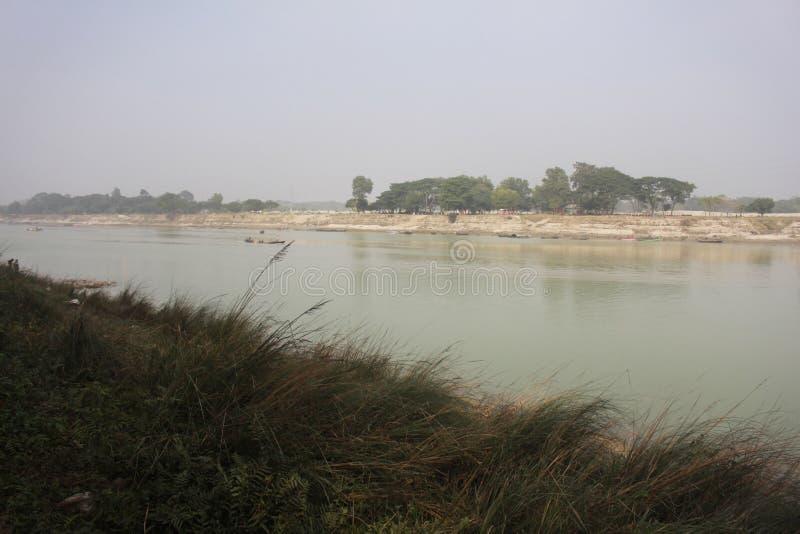 Aussicht auf den Brahmaputra-Fluss in Mymensingh lizenzfreie stockfotografie