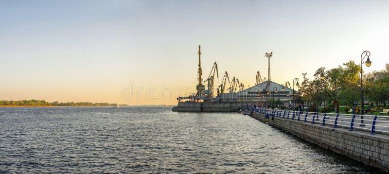 Aussicht auf den Fluss Dnieper in Kherson, Ukraine lizenzfreie stockbilder