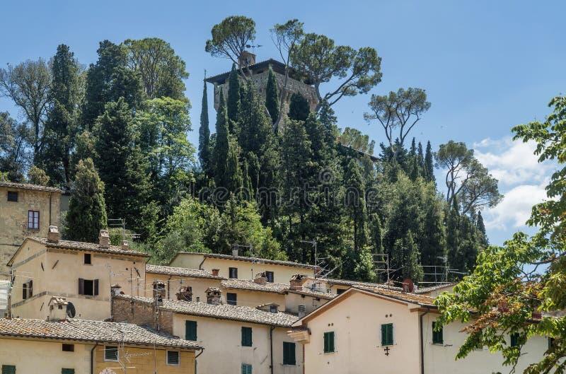 Aussicht auf die Festung des antiken Bergdorfes Cetona, Siena, Italien, an einem sonnigen Tag lizenzfreie stockbilder