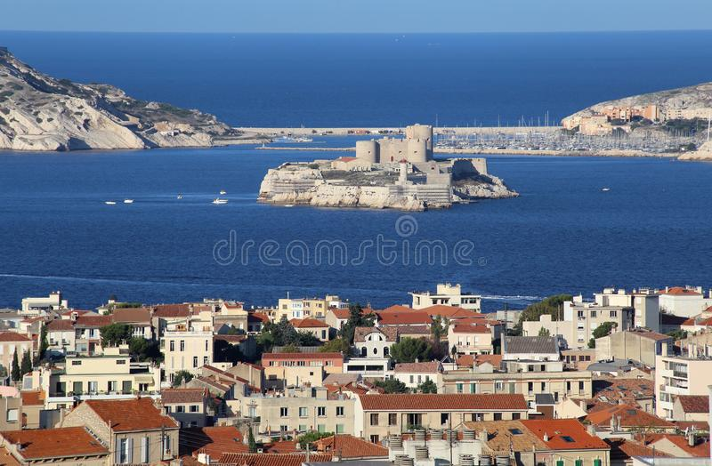 Aussicht auf Marseille, Frankreich und das Mittelmeer lizenzfreies stockbild