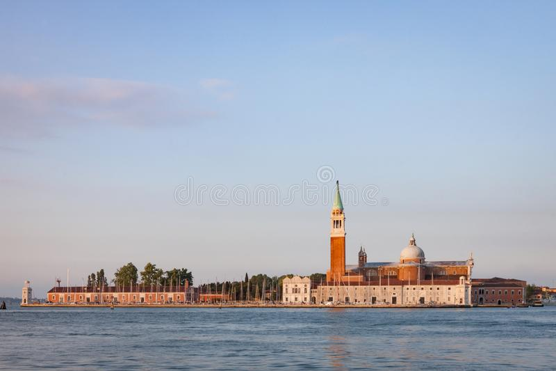 Aussicht auf San Giorgio Maggiore Von der gegenüberliegenden Lagune in Venedig aus Sicht auf San Giorgio Maggiore stockbilder