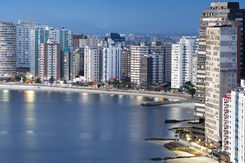 Aussicht auf Sao Vicente SP Brasilien bei Dämmerung lizenzfreies stockfoto