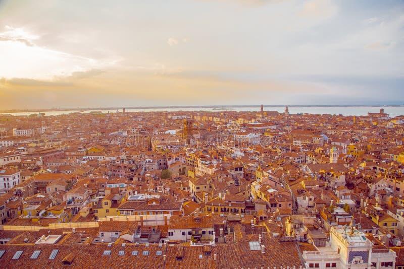 Aussicht auf Venedig von der Spitze des Glockenturms auf St. lizenzfreie stockbilder