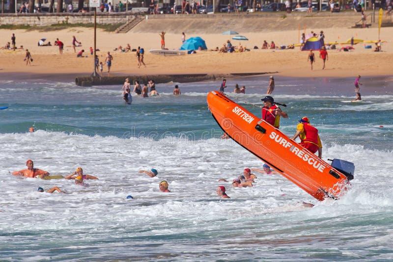 Aussie kipiel ratownik w dużych fala obraz royalty free