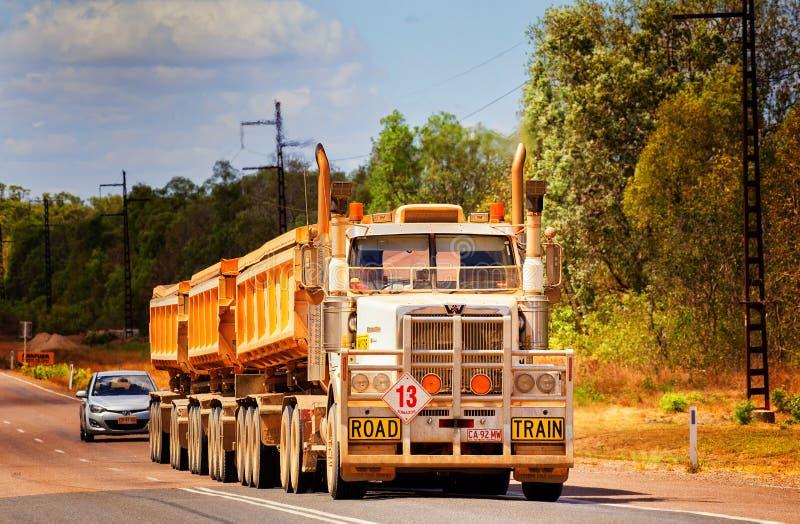 Aussie Outback-Fernlastfahrer lizenzfreies stockbild