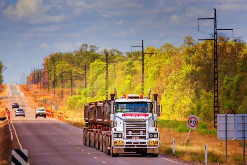 Aussie Outback lastbilsförare royaltyfri bild