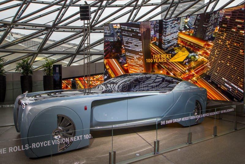 Ausstellung an BMW-Museum stellt mutiges Konzeptauto von Zukunft - luxuriöse 103EX-Rolls-Royce VISION ALS NÄCHSTES 100, München,  lizenzfreies stockbild
