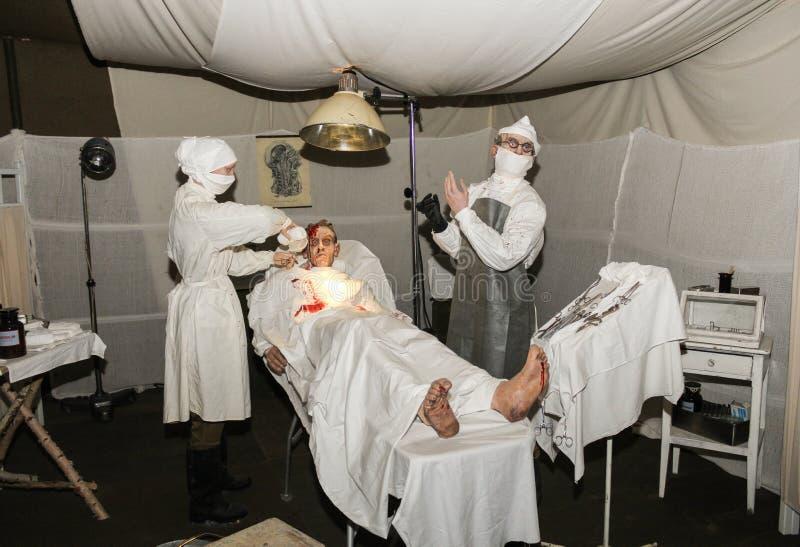 Ausstellung des chirurgischen Zeltes des Militärfeldlazaretts stockfotografie