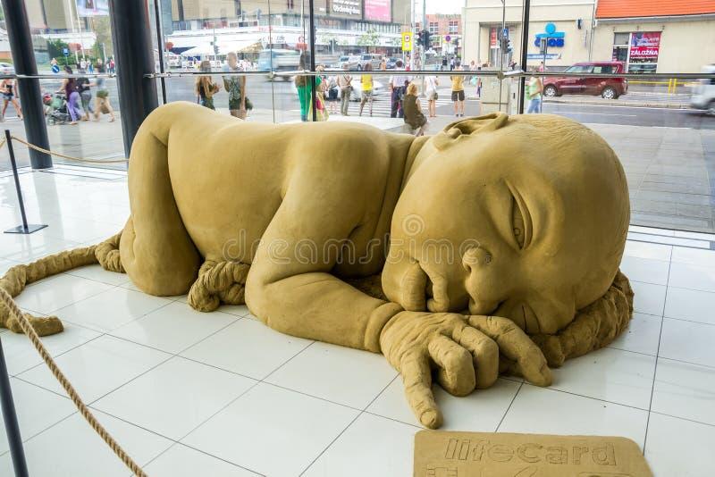 Ausstellung von Sand-Skulpturen im Einkaufszentrum in Nitra, Slova stockbilder