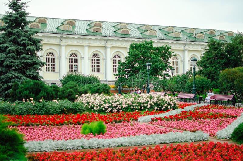 Ausstellungshalle ` Manezh-` in Alexandrovskiy-Garten auf Manezhnaya-Quadrat, ist im Jahre 1817 Jahr errichtet worden stockfotografie