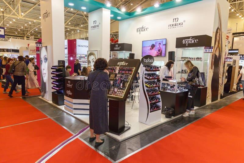 Ausstellungsstände von Kosmetikherstellern lizenzfreie stockfotos