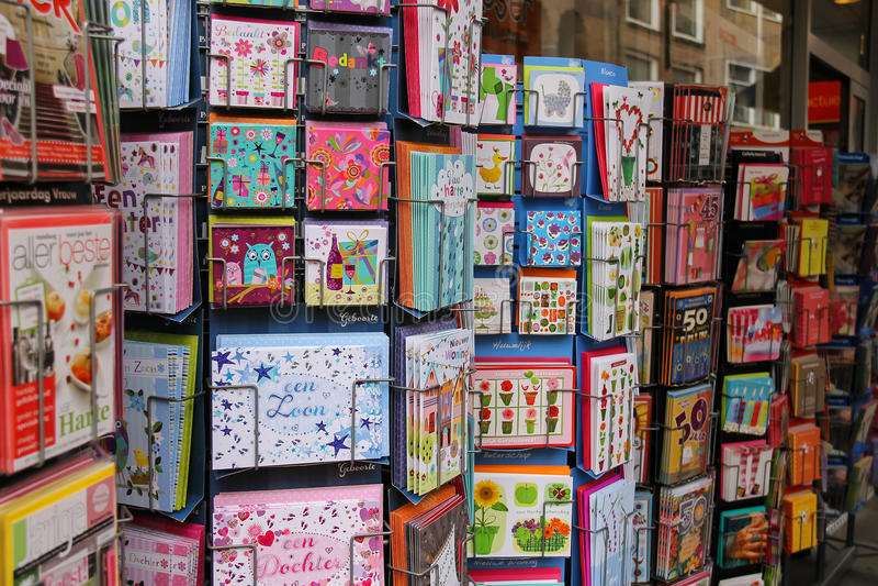 Ausstellungsverkauf von Grußkarten in einem Shop in Utrecht, das Neth lizenzfreie stockfotos