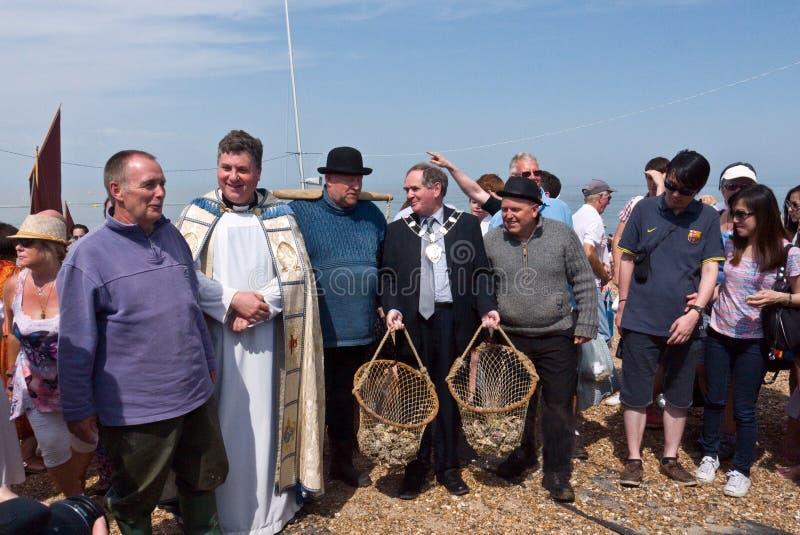 Austern gesegnet während des Austern-Festivals in Whitstable Großbritannien lizenzfreies stockfoto