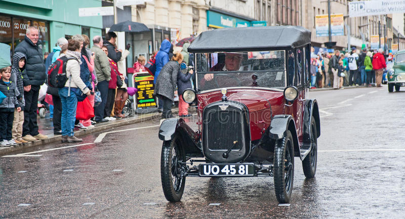 Austin 7 in Hoofdstraat, Inverness stock fotografie
