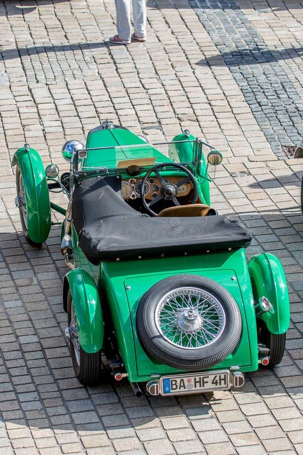 Austin Martin MK II - klassisk sportig cabriolet av 30-tal royaltyfri fotografi