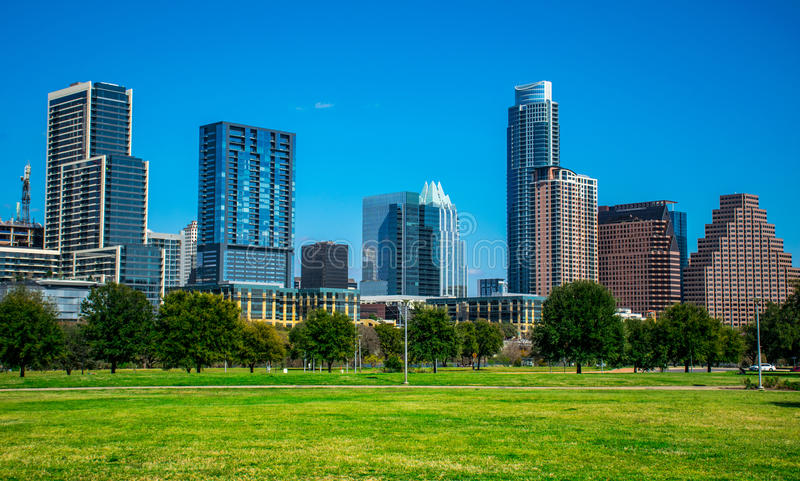 Austin Texas Cityscape Willie Wells Field no parque de Butler Park Auditorium Shores foto de stock