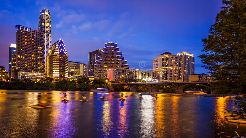 Austin, Texas Downtown Skyline nachts lizenzfreie stockfotos