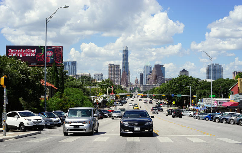 Austin, Texas - Nord auf Kongreß zum Stadtzentrum lizenzfreies stockbild