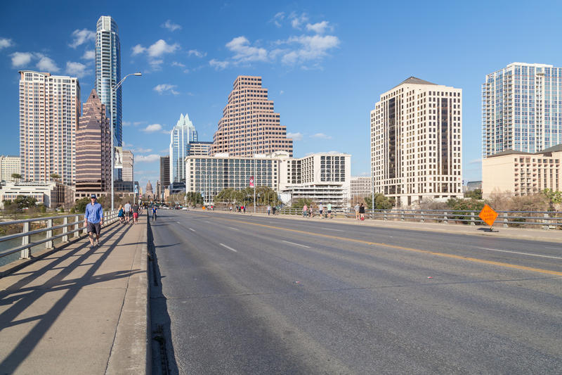 Austin, TX/USA - circa febbraio 2016: Panorama di Austin From Congress Avenue Bridge del centro fotografia stock