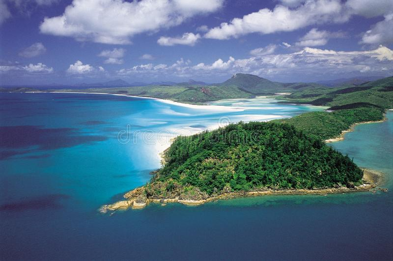 Austrália: Antena da entrada do monte & da praia de Whitehaven, ilha do domingo de Pentecostes imagens de stock