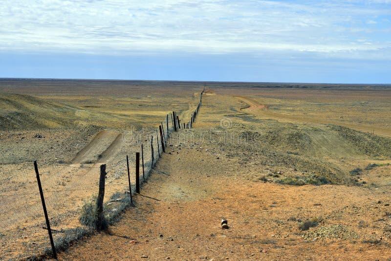 Australië, Coober Pedy, Dingoomheining stock foto