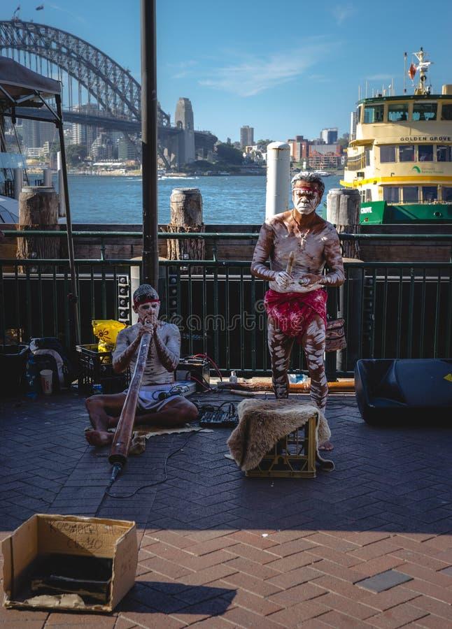 AUSTRALIË - 15 maart, 2018 De inheemse mensen voerden Traditioneel uit stock foto