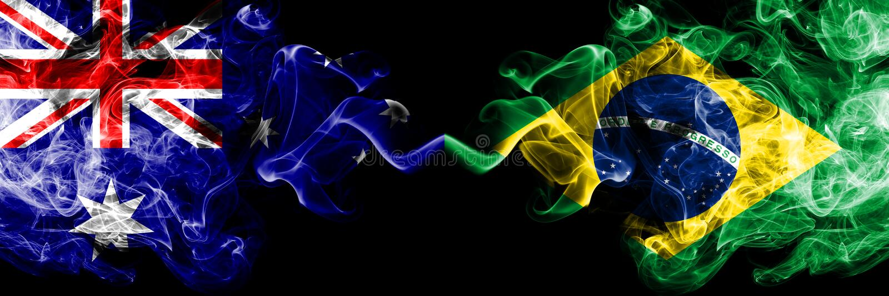 Australia contra el Brasil, banderas místicas ahumadas brasileñas colocadas de lado a lado Grueso coloreado sedoso fuma la combin fotos de archivo