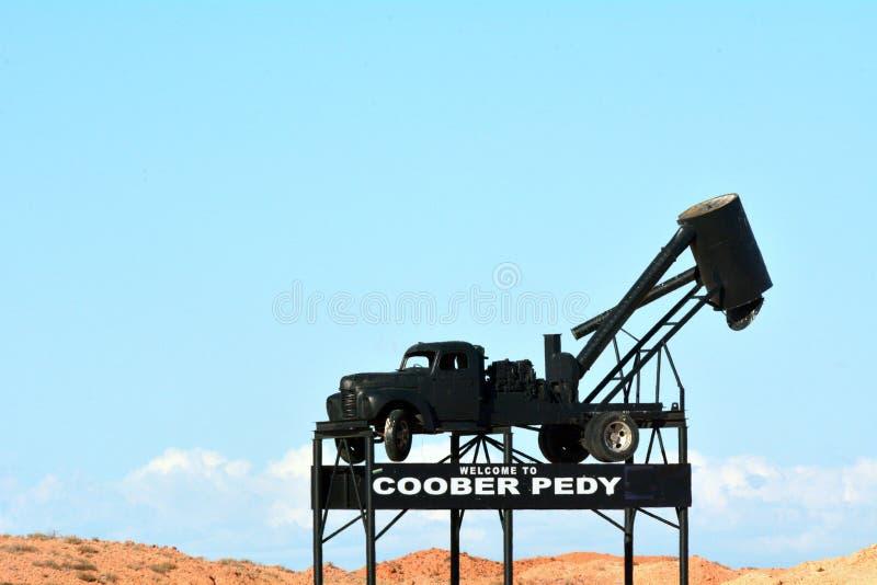 Australia Meridionale del segno di Coober Pedy Road fotografie stock