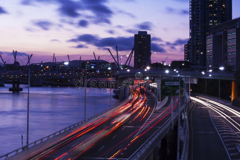 Australien Brisbane stadsbyggnader på natten fotografering för bildbyråer