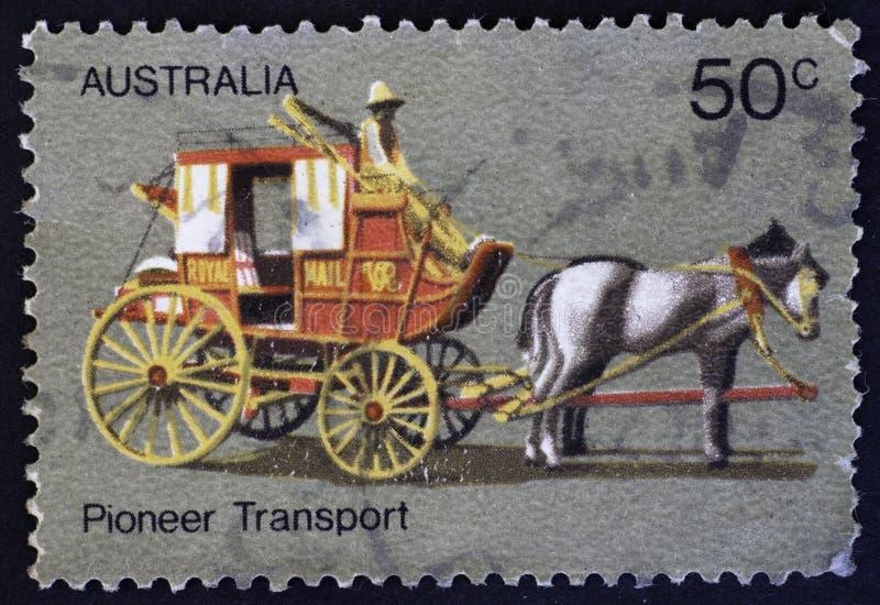 AUSTRALIEN - CIRCA 1972: Trainer Transport, australisches Pionierleben, circa 1972 stockfotos