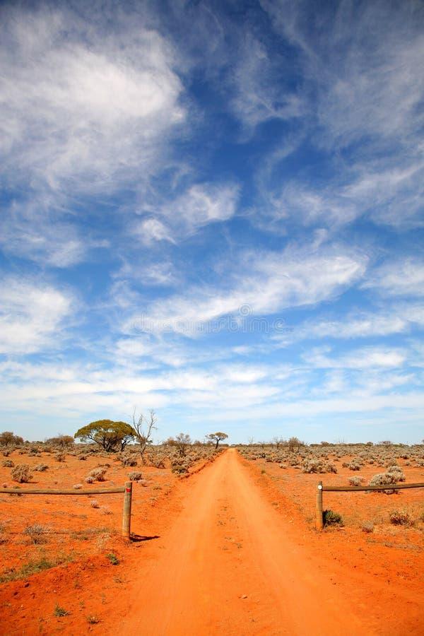 Australien outback väg royaltyfri bild