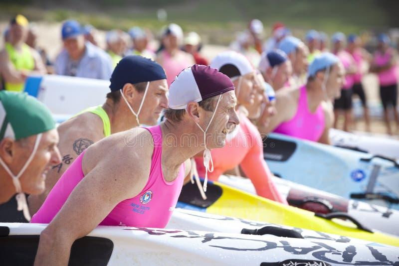 Australien surfen lebensrettenden Brett-Wettbewerb lizenzfreie stockfotos