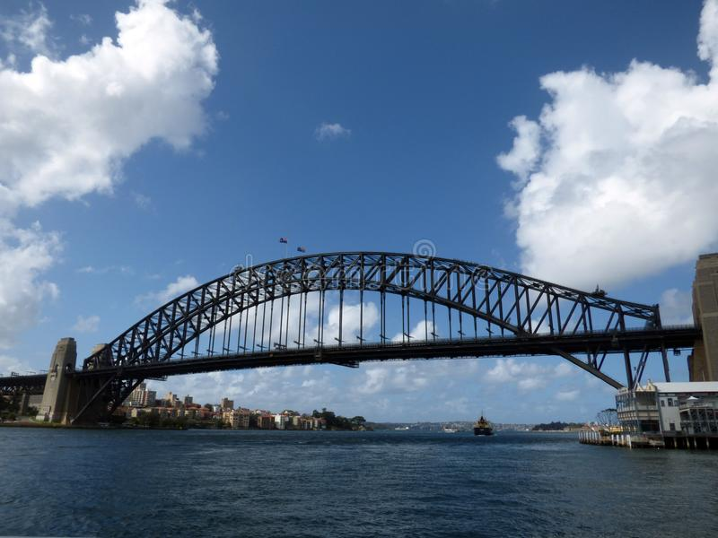 Australien Sydney, 2014 Augusti, hamnbro, kryssning i fjärden arkivbilder