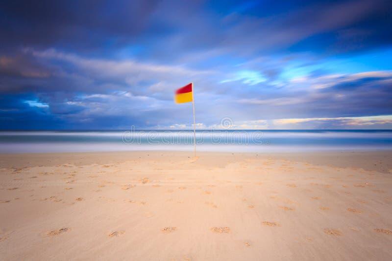 Australiensisk seascape med bränningflaggan royaltyfria foton
