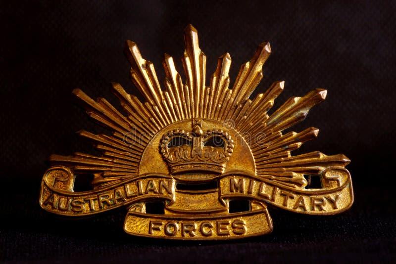 Australiensiskt arméemblem på black royaltyfri bild