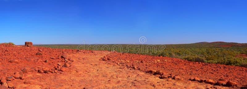 Australier Outback, visat från Kata Tjuta royaltyfria bilder