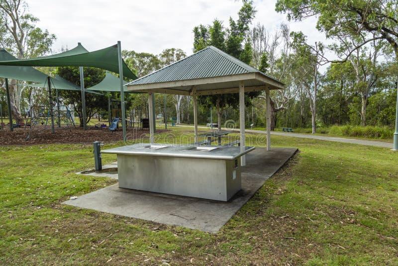 Australiern parkerar skyddet och grillfesten royaltyfri foto
