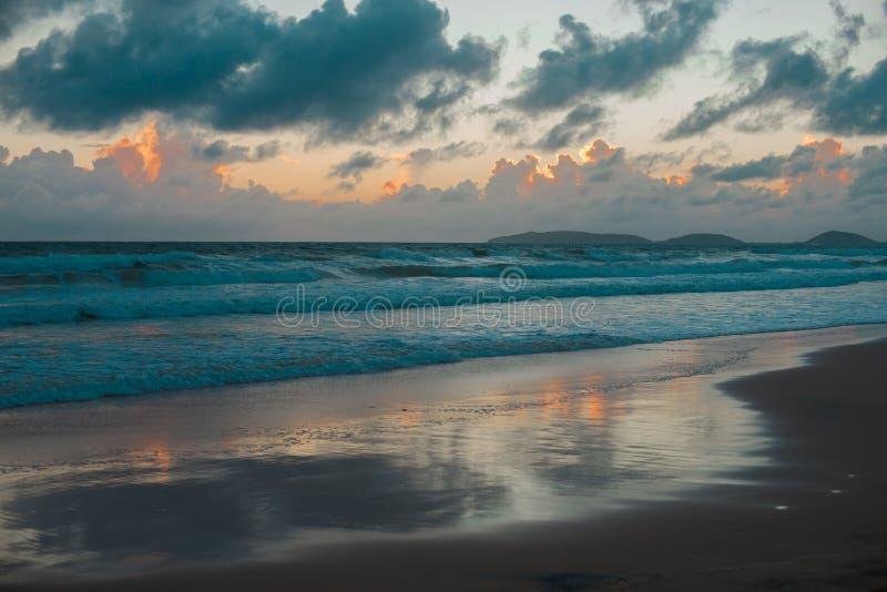 Australijczyk plaża wokoło tęczy plaży w Queensland, Australia Australia jest kontynentem lokalizować w południowej części ziemia zdjęcie stock