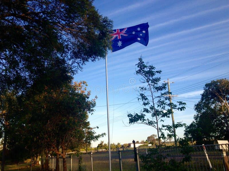 Australijczyka chorągwiany latanie na słupie przed mieszkaniowym domem obraz royalty free