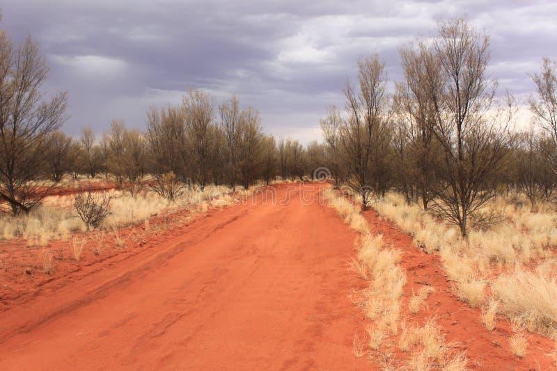 Australisch binnenland - woestijnweg royalty-vrije stock afbeelding