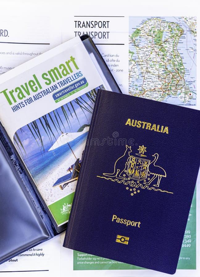 Australisch paspoort en het slimme boekje van reiswenken stock afbeelding