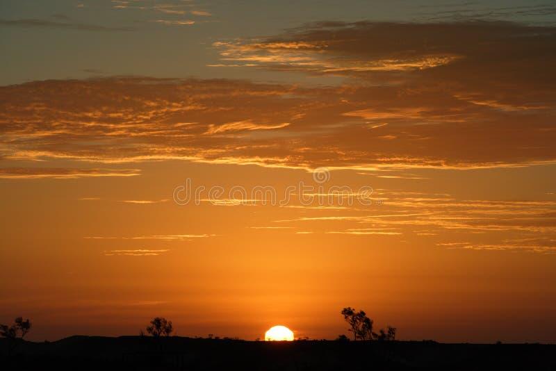 Australische binnenlandzonsondergang stock foto
