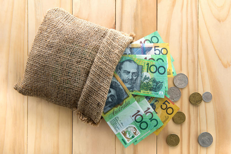 Australische Dollar AUD, heraus verschüttet von einer Tasche lizenzfreie stockbilder