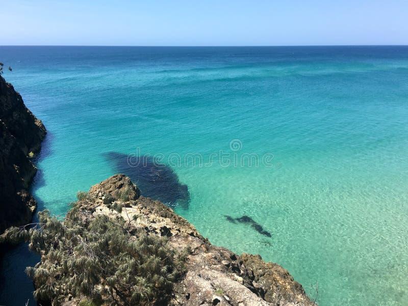 Australische eilandstrand en kloof in de zomer stock foto