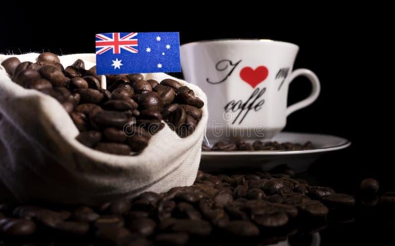 Download Australische Flagge In Einer Tasche Mit Den Kaffeebohnen Lokalisiert Auf Schwarzem Stockbild - Bild von kaffee, markierungsfahne: 96932337